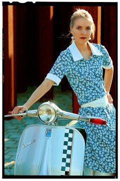 vespa robogó - retro girl 3